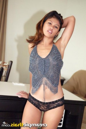 Illana foot escorts Okemos, MI