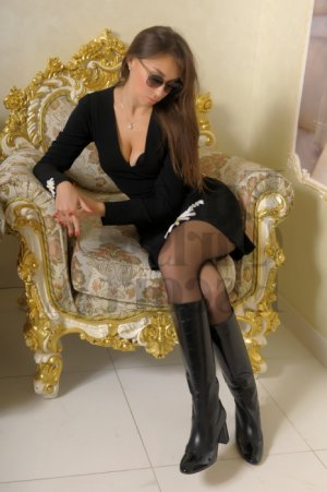 Loreena personals erotic massage in Forest Lake, MN